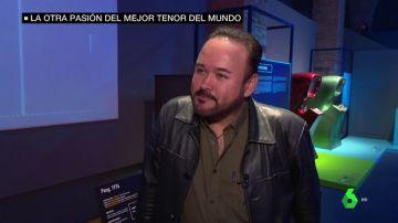 Javier Camarena en una sala de videojuegos