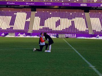 Lunin pide matrimonio a su pareja en el estadio José Zorrilla