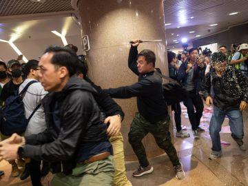 Nuevas detenciones en Hong Kong durante una protesta en un centro comercial