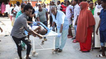 Imagen de un herido tras la explosión de un coche bomba en Somalia