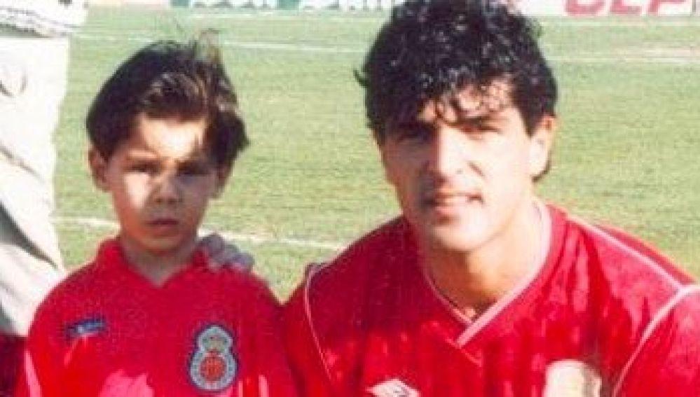Rafa Nadal y su tío Miguel Ángel con la camiseta del Mallorca