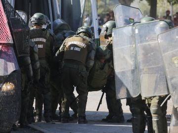 Imagen de policías durante las protestas en Chile
