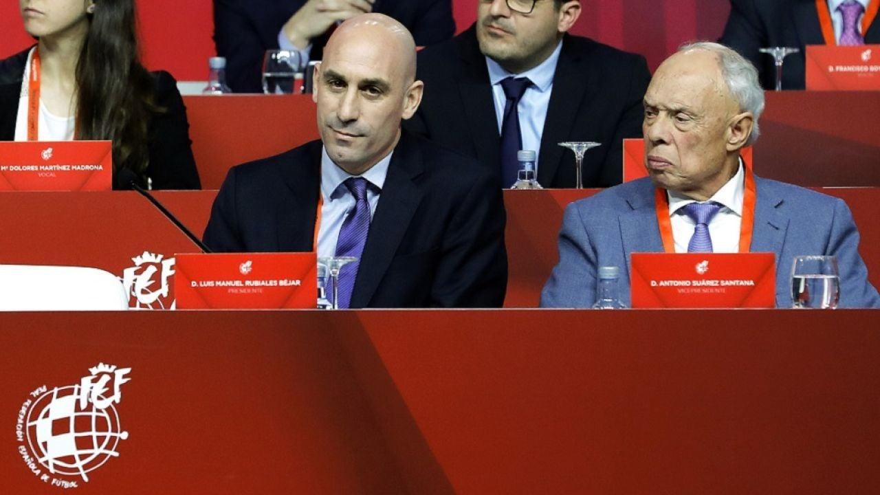 Rubiales junto al vicepresidente de la Real Federación Española de Fútbol (RFEF), Antonio Suárez Santana