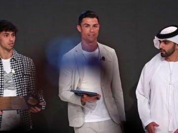 Imagen de Joao Felix y Cristiano Ronaldo durante la gala.
