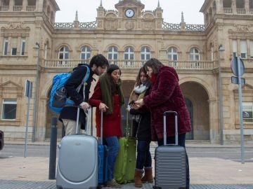 Hijos de la España Vaciada en Madrid siembran un futuro con espigas en las redes