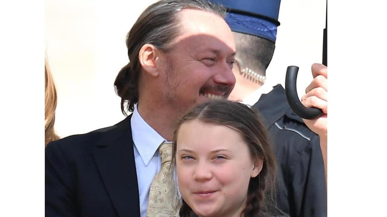 Greta Thunberg junto a su padre, Svante Thunberg