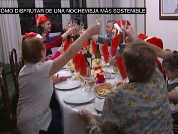 Una familia en la cena de Nochevieja
