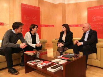 Errejón y Sabanés se reúnen con Lastra y Simancas en el Congreso