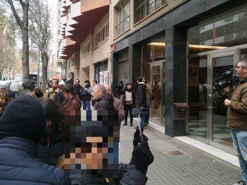 Imagen de los CDR ante la sede de ERC