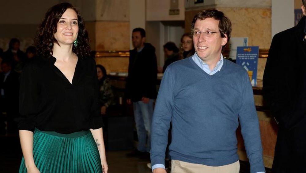 El Alcalde de Madrid, José Luis Martínez-Almeida (d), y la presidenta de la Comunidad, Isabel Díaz Ayuso