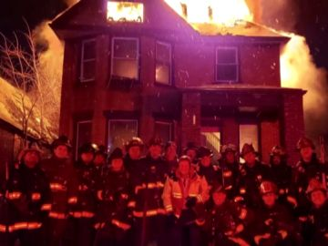 Polémica imagen de los bomberos de Detroit