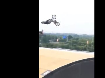 Cae tras un arriesgado salto