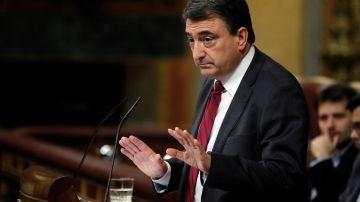 El portavoz del PNV, Aitor Esteban, durante su intervención ante el pleno