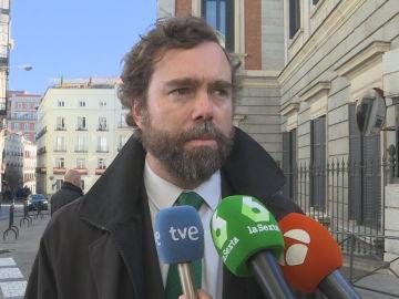 Iván Espinosa de los Monteros hablando con los medios