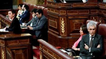 Adolfo Suárez Illana, de espaldas durante la intervención de Aizpurua (EH Bildu)