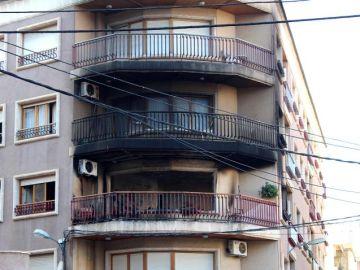 Vista de la vivienda en la que se ha registrado el incendio