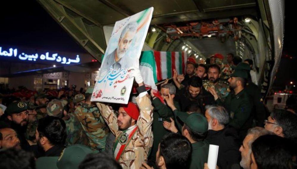 A los funerales celebrados por Soleimaní han acudido decenas de miles de personas.