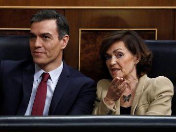 Carmen Calvo y Pedro Sánchez en el Congreso
