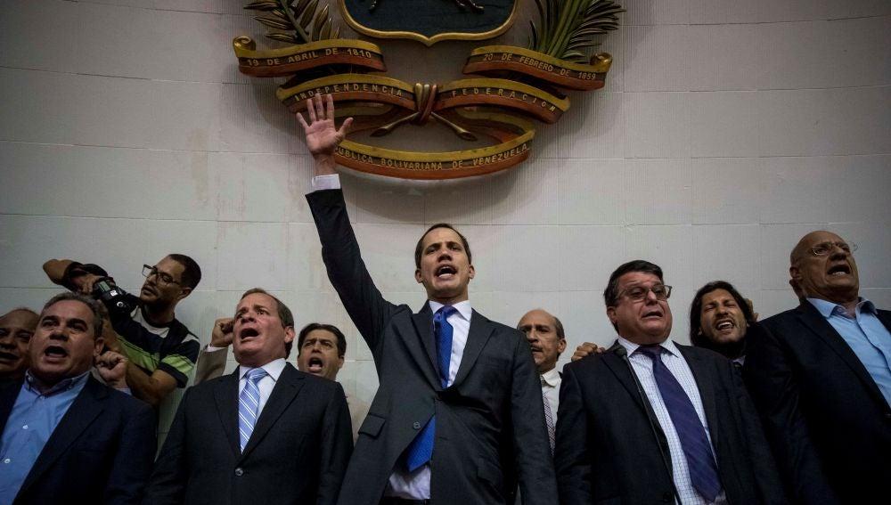 El líder opositor Juan Guaidó encabeza una sesión del Parlamento de Venezuela, en Caracas
