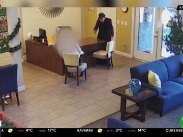 Un anciano de 93 años dispara a sangre fría al gerente de un complejo de apartamentos por una fuga de agua