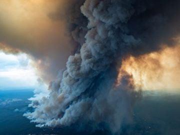 Gran nube de humo sobre Victoria, Australia