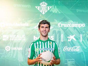 Carles Aleñá presentado por el Real Betis