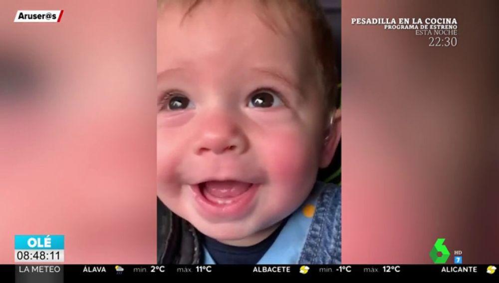bebe sonrisa