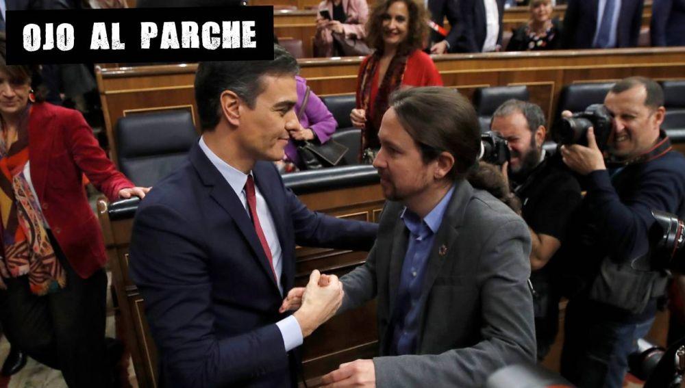 Pedro Sánchez y Pablo Iglesias se dan la mano tras la invetidura