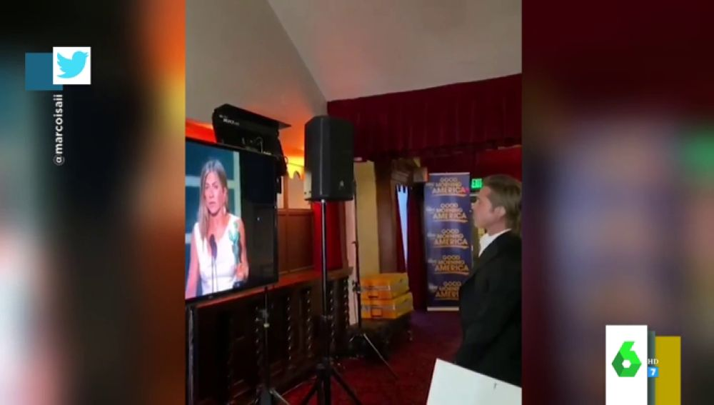Lo que no se vio del esperado reencuentro entre Jennifer Aniston y Brad Pitt: así la miraba él entre bambalinas
