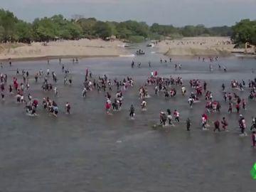 Jugarse la vida para acabar deportado: intrahistoria del camino de 5.000 migrantes para llegar a EEUU