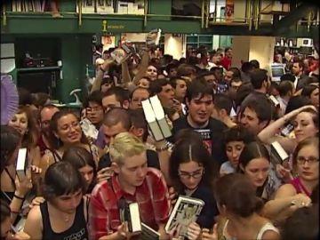 """El estreno de la primera película de Harry Potter dispara el fenómeno: """"Los niños solo quieren leer"""""""