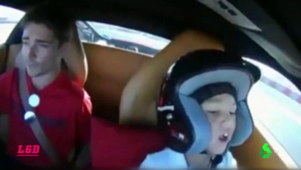 Una temeridad: un niño de seis años conduce un Ferrari a 180kms/h