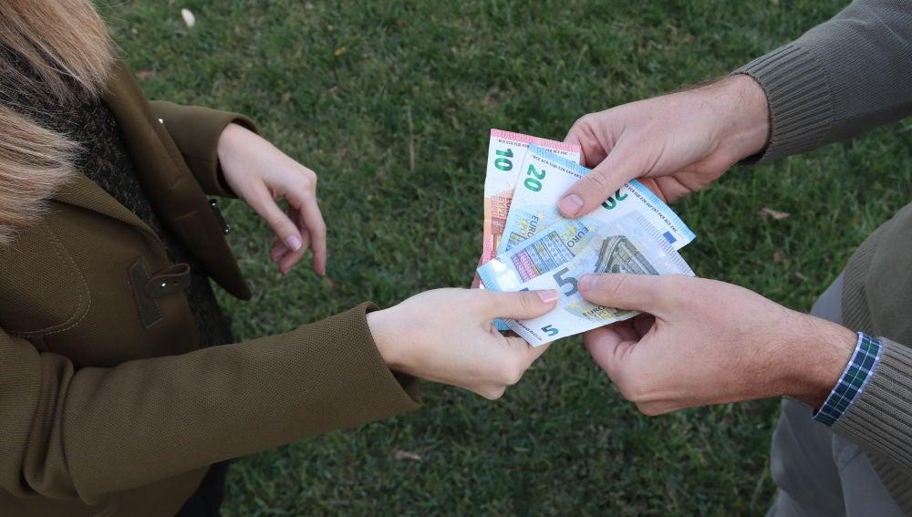 Al dinero en efectivo aun le queda mucho sobre todo en Espana