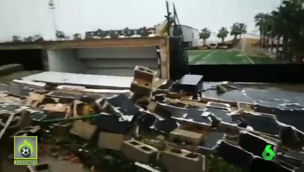 La borrasca Gloria arrasa un campo de fútbol en Vilamarxant, Valencia