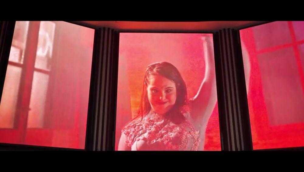 """Ana consigue bailar en la Gran Vía de Madrid como la Cenicienta: """"Todas las veces que lo he soñado..."""""""