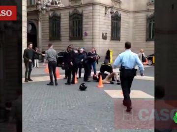 Detenido un hombre tras apuñalar a otro en plena calle de Barcelona