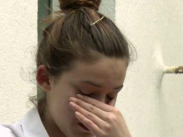 """La camarera rompe a llorar sobrepasada por la situación: """"Estoy hasta los cojones de todo. Seré joven pero tengo cabeza"""""""