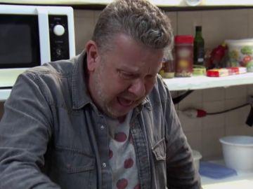"""Chicote, a punto de vomitar al ver el estado de la comida del 'Rusiñol': """"¿Alguien me puede decir por qué me he comido esta mierda?"""""""