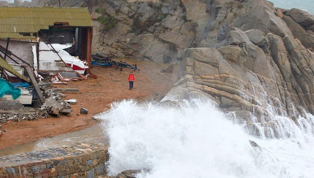 Aspecto del puerto de Palamós gravemente afectado por la borrasca