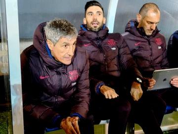 Quique Setién, junto a su cuerpo técnico en Ibiza.