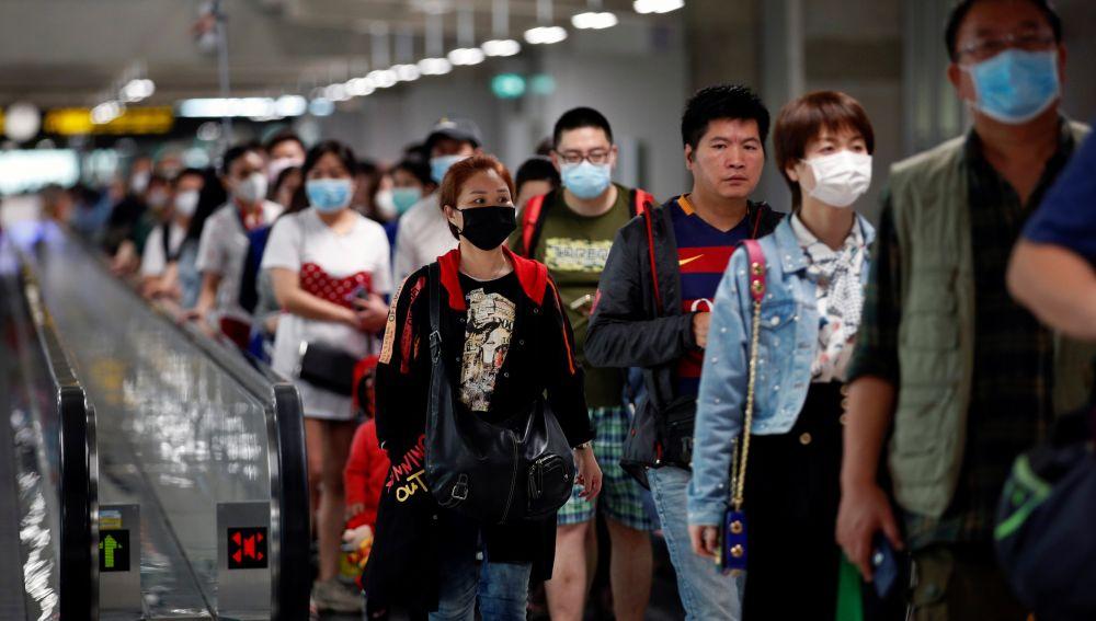Pasajeros procedentes de vuelos internacionales, en el Aeropuerto de Suvarnabhumi, en Tailandia
