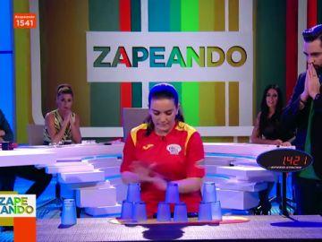 La impresionante demostración de la campeona de stacking de España en pleno plató de Zapeando