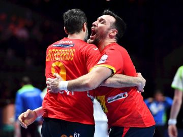 La selección española de balonmano derrotó este viernes por 34-32 a la de Eslovenia