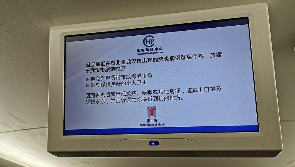 Advertencias sobre cómo actuar ante posibles síntomas para los pasajeros de un avión chino