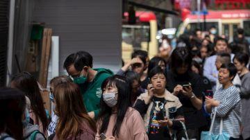 Imagen de ciudadanos en China con mascarillas por el coronavirus