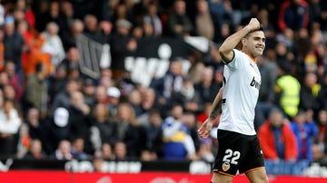 Maxi Gómez celebra su gol con el Valencia CF.