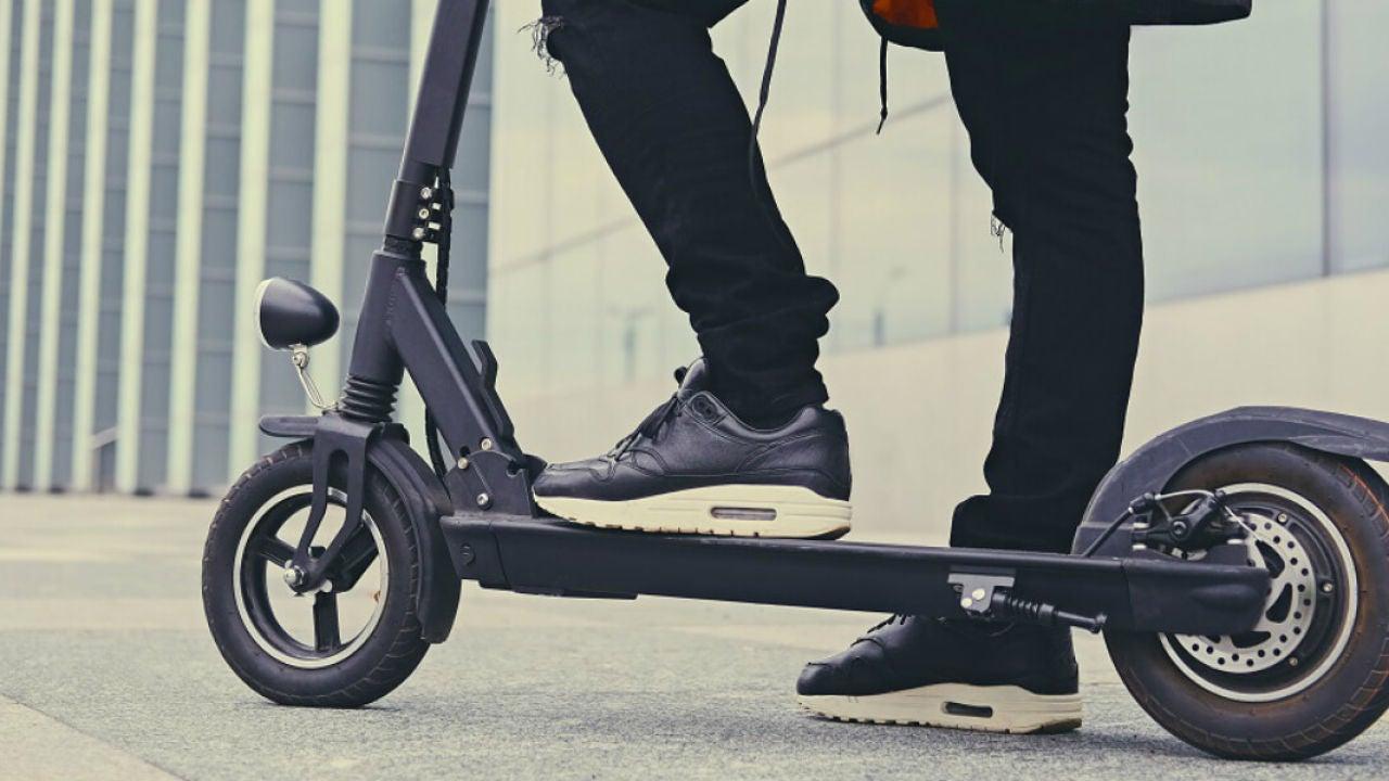 La DGT toma medidas: no todos los ciudadanos podrán utilizar patinetes eléctricos