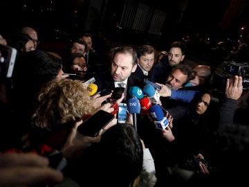 Imagen de José Luis Ábalos ante los medios