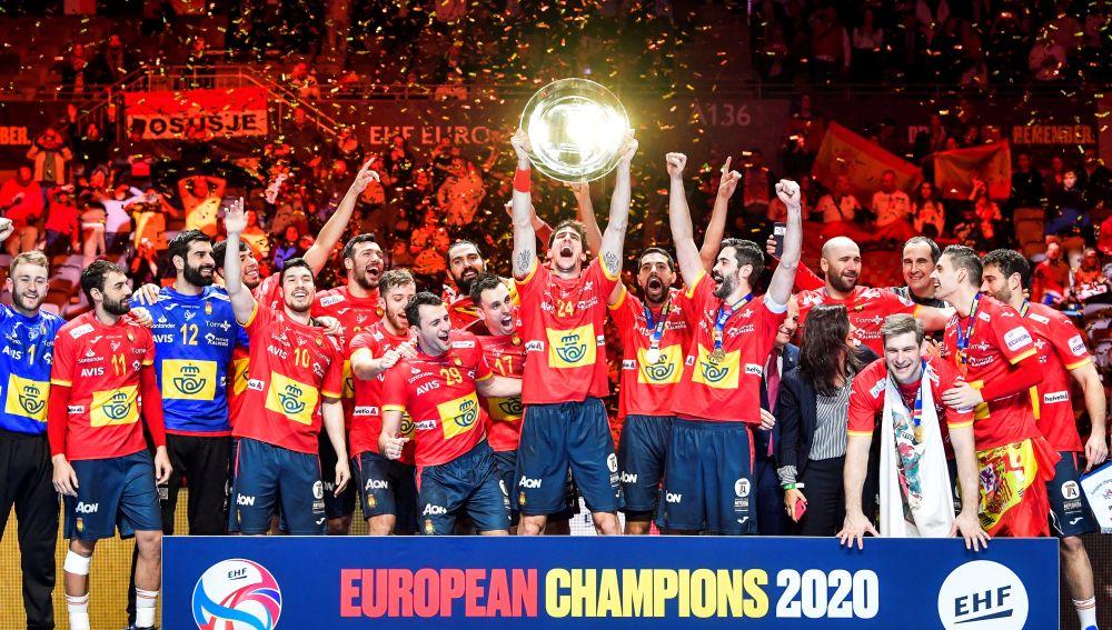 La selección española de balonmano celebra el Europeo.