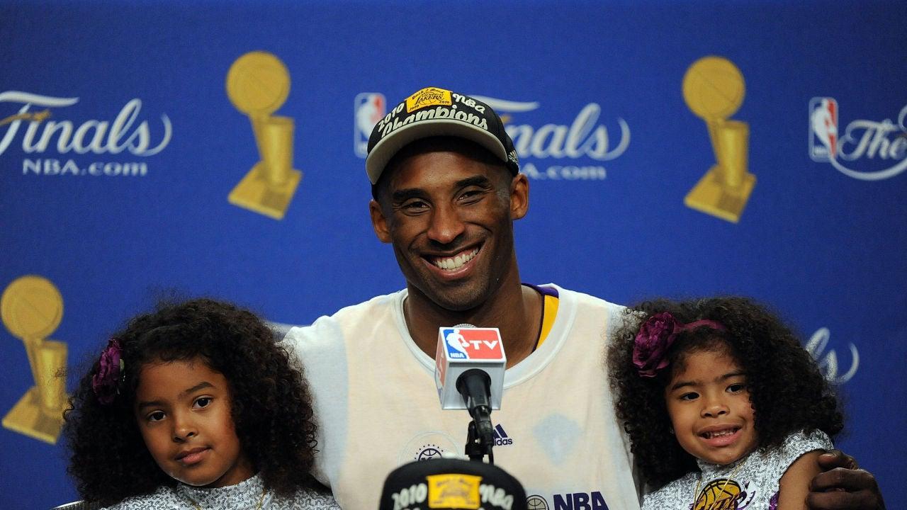 Kobe Bryant, junto a sus hijas Natalia y Gianna